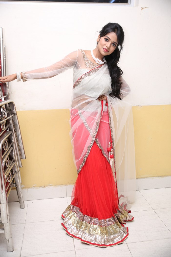 Actress Bhavya Sri Hot Saree Images