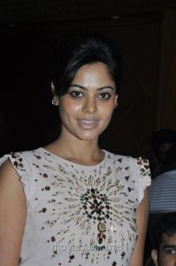 Actress Bindu Madhavi at Sattam Oru Iruttarai Teaser Launch