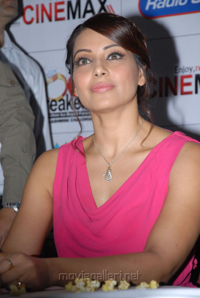 Latest Bipasha Basu Cute Pics