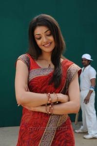 Actress Kajal Hot Saree Stills in Brindavanam