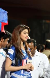 Pranitha @ CCL 4 Karnataka Bulldozers vs Bengal Tigers Match Photos
