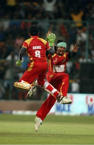 CCL 4 Telugu Warriors vs Kerala Strikers Match Stills