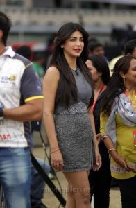 Shruti Hassan @ CCL 4 Veer Marathi Vs Mumbai Heroes Match Photos