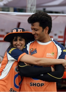 Genelia, Ritesh @ CCL 4 Veer Marathi Vs Mumbai Heroes Match Photos