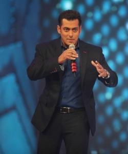 Salman Khan at CCL Season 3 Curtain Raiser Photos