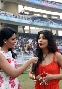 Shruti Hassan @ CCL4 Mumbai Heroes Vs Chennai Rhinos Match Photos