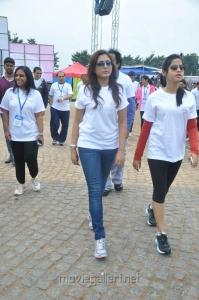 Madhu Shalini, Swathi Deekshith @ Hyderabad 10K Run Photos