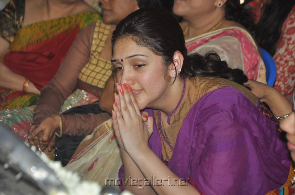 picture 520465 sridevi vijayakumar pay last respects to