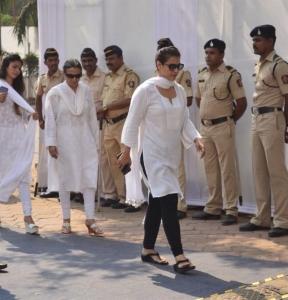 Kajol Visit Sridevi Condolence Meet Photos