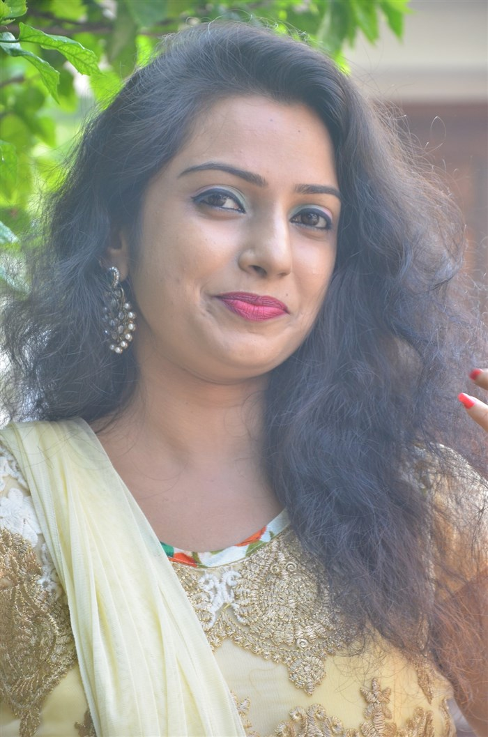 Actress Yazhini @ Chennai to Bangkok Movie Launch Stills