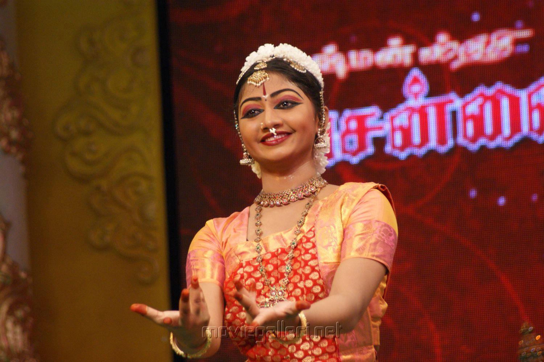 Bharathanatyam Dance by Pooja Murugan at Chennaiyil Thiruvaiyaru 2012 Photos