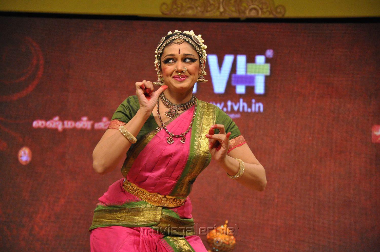 Shobana Bharatanatyam Photos at Chennaiyil Thiruvaiyaru 2012   Gallery    Bharatanatyam Shobana