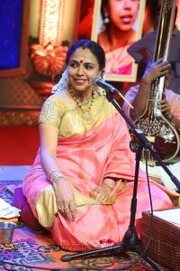 Singer Sudha Ragunathan @ Chennaiyil Thiruvaiyaru 2016 Day 7 Photos