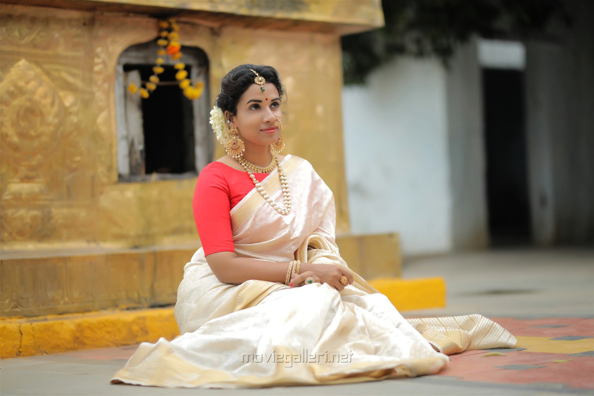Actress Chetana Uttej Saree Photo Shoot HD Stills