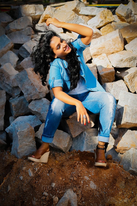 Telugu Actress Chetana Uttej Portfolio Images