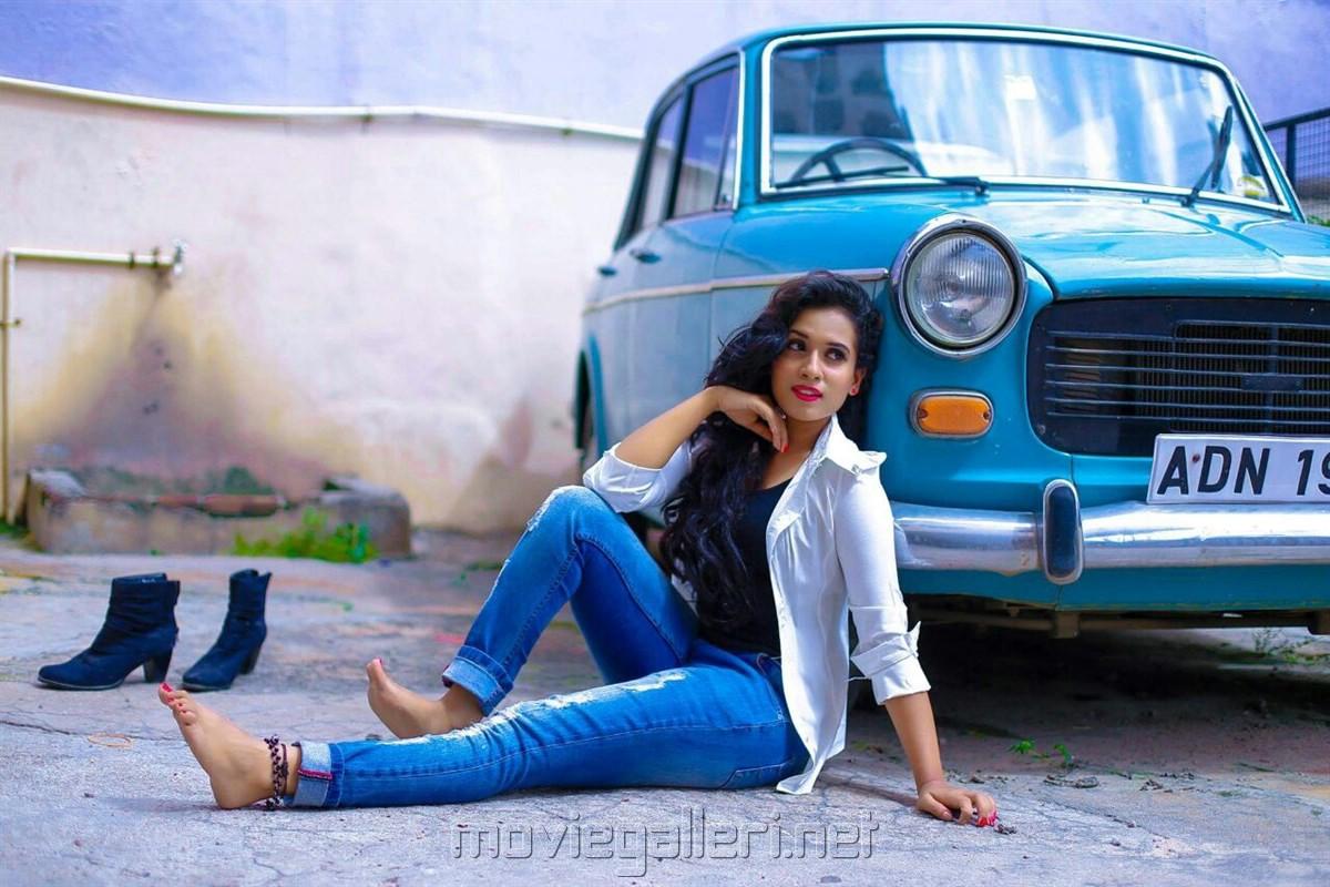 Telugu Actress Chetana Uttej Portfolio Photoshoot Images
