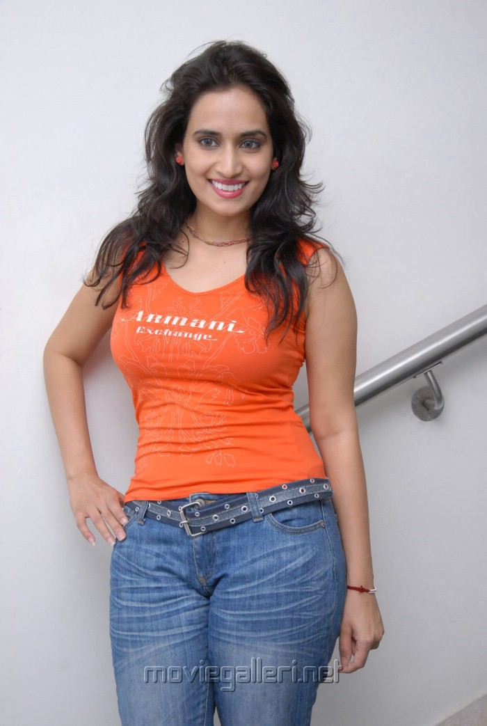 Actress Chinmayi Ghatrazu Hot Stills in Tight T-Shirt ...