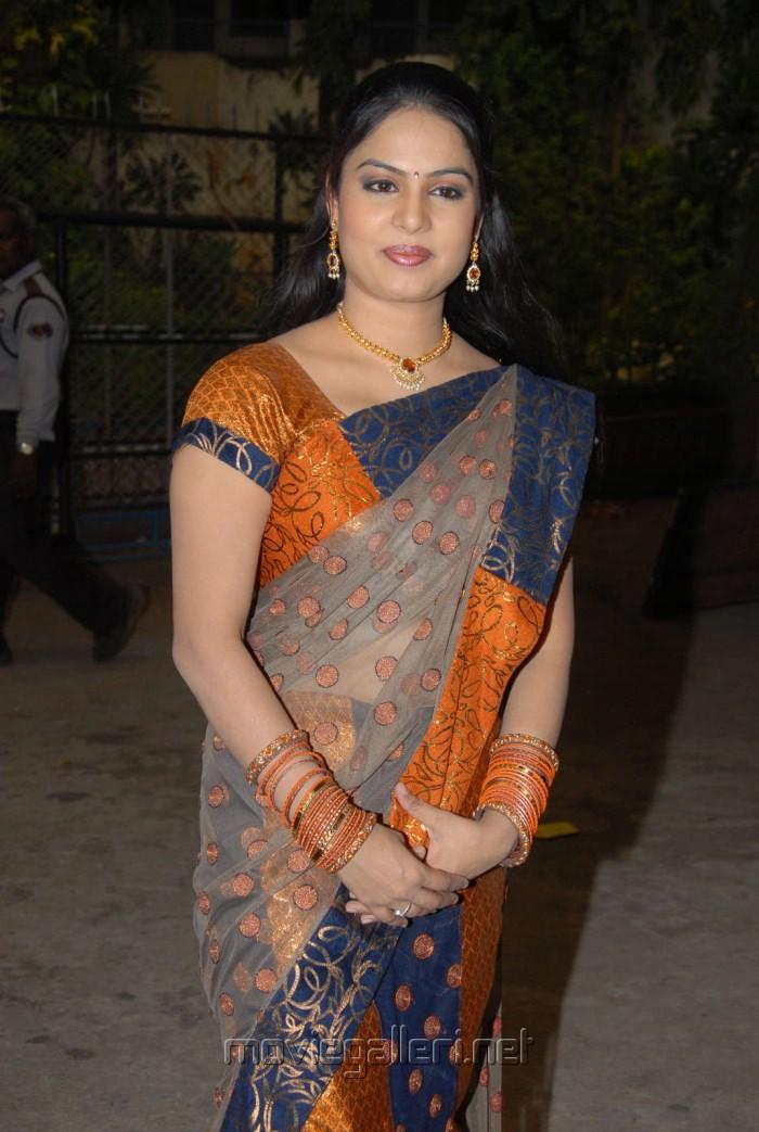 Related Pictures jahnavi tv anchor hot in saree telugu go
