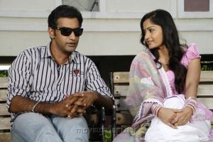 Tarakaratna, Madhavi Latha in Chudalani Cheppalani Movie Stills