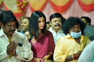 Oviya, Yogi Babu @ Contractor Nesamani Movie Pooja Stills