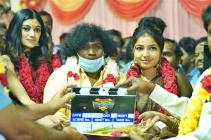 Oviya, Yogi Babu, Madhu Sri @ Contractor Nesamani Movie Pooja Stills