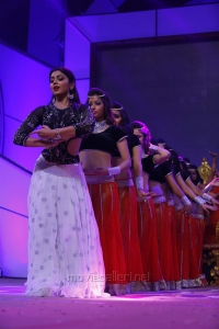 Shriya Saran Dance Performance @ Santosham 13th Anniversary Awards Photos