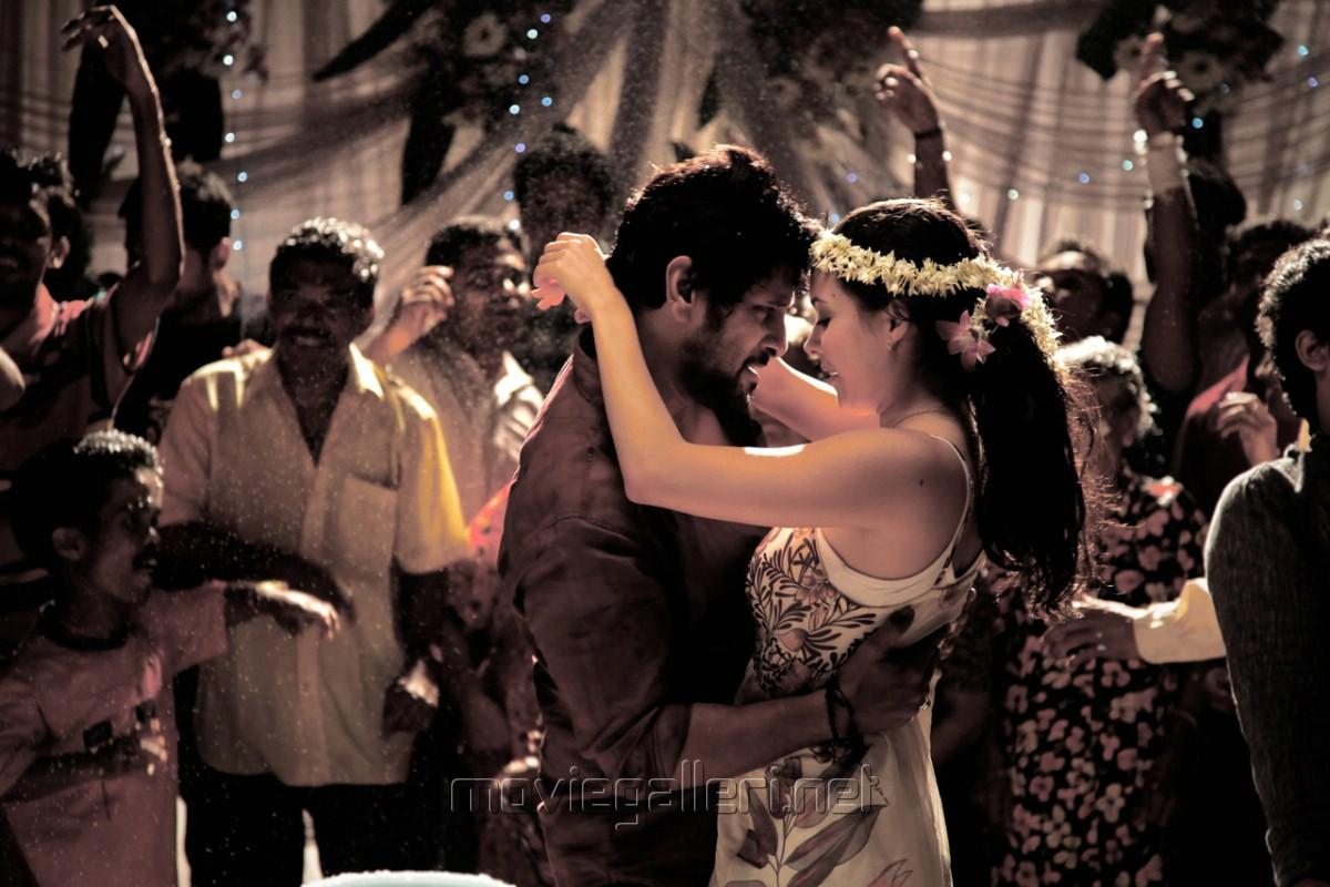 Picture 362054 | Vikram, Isha Sharvani in David Tamil ...