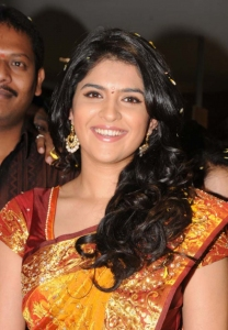 Deeksha Seth Launches Swarna Nidhi Gold Scheme at Kukatpally Chandana Brothers