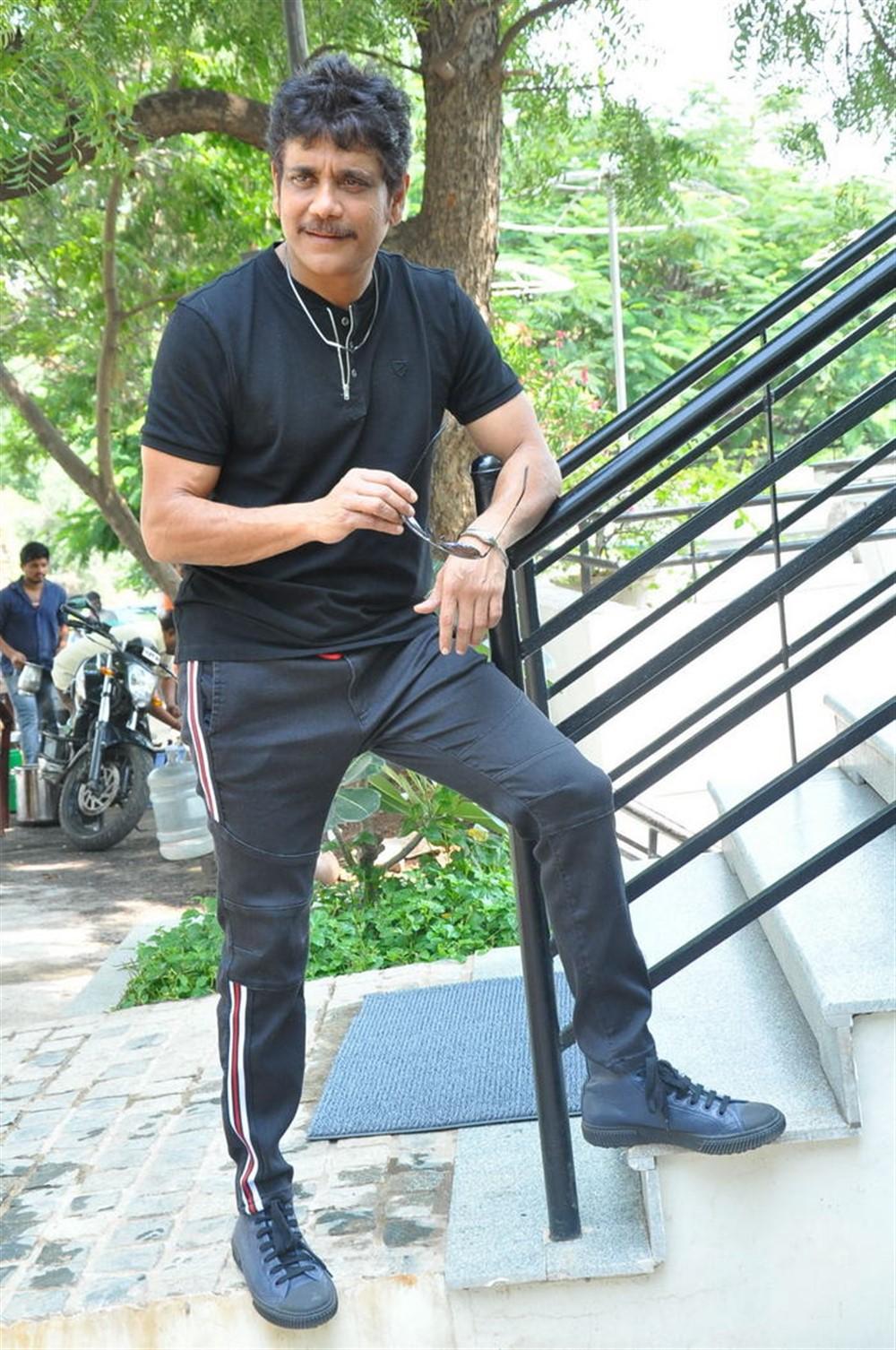 Devadas Movie Hero Nagarjuna Akkineni Interview Stills