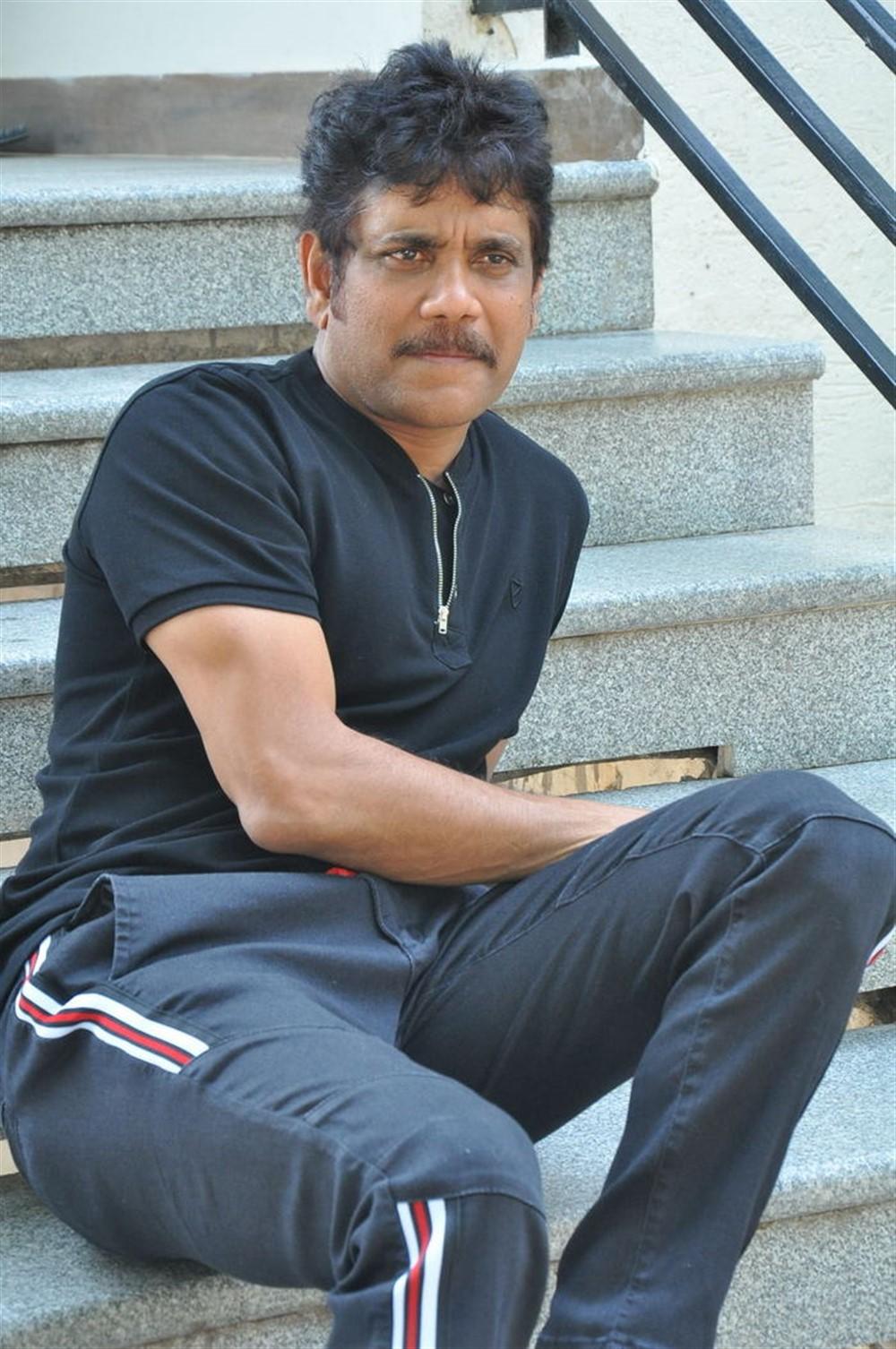 Devadas Movie Hero Nagarjuna Interview Stills