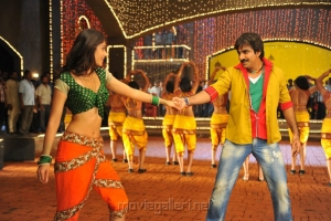 Ileana, Ravi Teja in Devudu Chesina Manushulu New Stills
