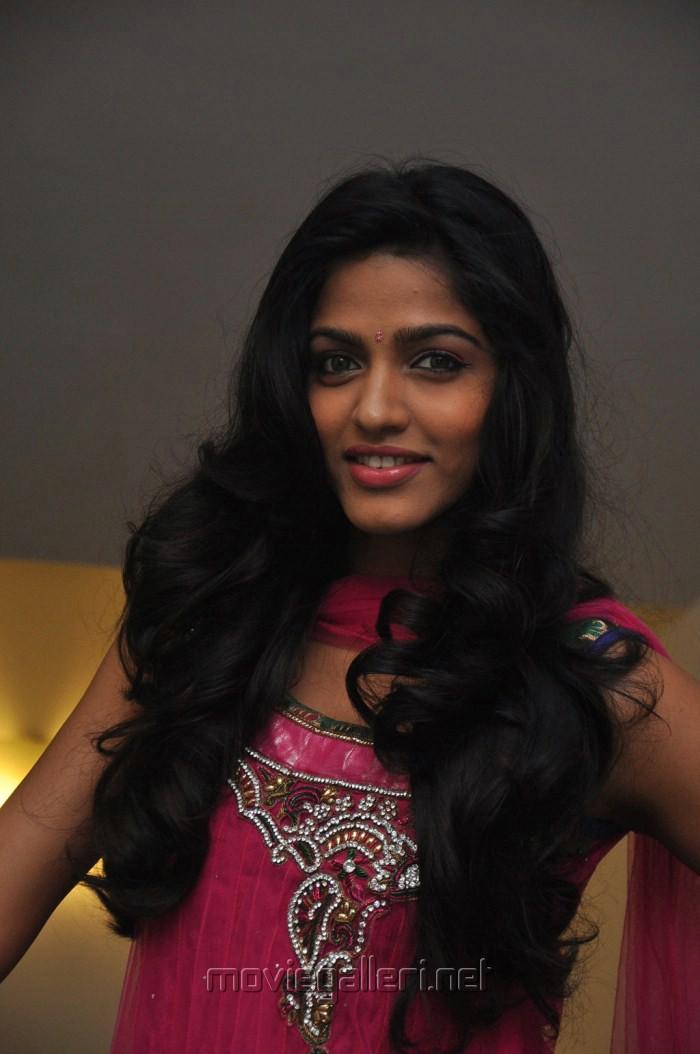 Tamil Actress Dhanshika New Pics