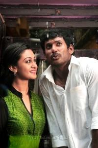 Aishwarya Arjun, Vishal in Dheerudu Telugu Movie Stills