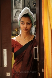 Dhoni Movie Heroine Radhika Apte Saree Stills