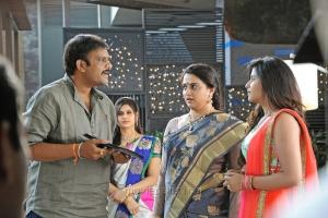 Sriwass, Pavitra Lokesh, Anjali @ Dictator Movie Working Stills