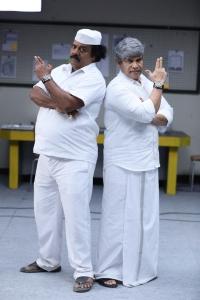 Munishkanth, Anandaraj in Dikkiloona Movie Images HD