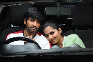 Santhanam, Anagha in Dikkiloona Movie Images HD