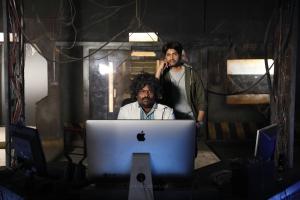 Yogi Babu, Santhanam in Dikkiloona Movie Images HD