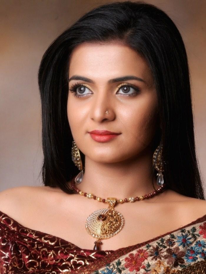 TV Anchor Divyadarshini (DD) Photoshoot Stills [ Gallery View ]