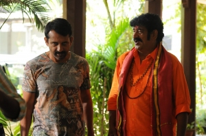 Srinivas Ravindra, Raghu Babu @ Dwaraka Movie Working Stills