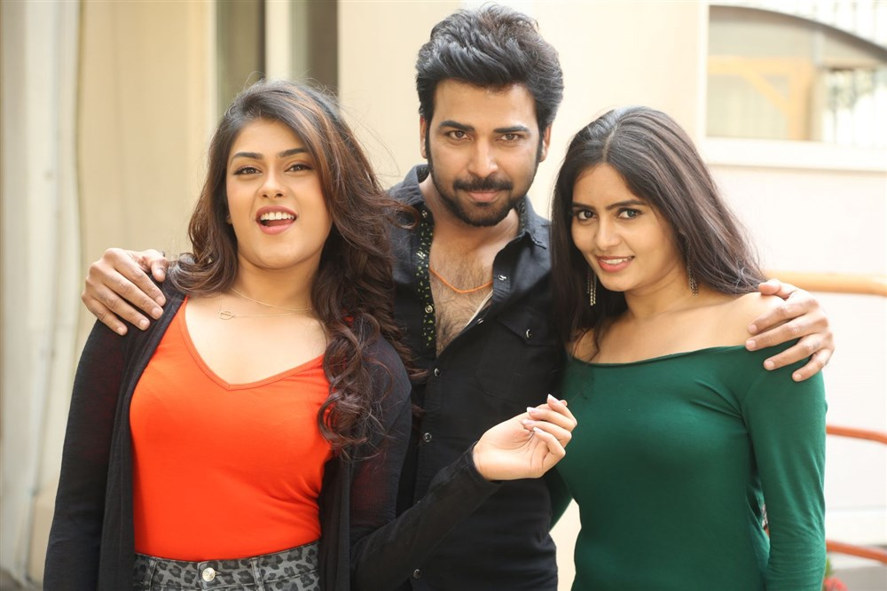 Naira Shah, Neiraj Sham, Madhumita Krishna @ E Ee Movie Trailer Launch Photos