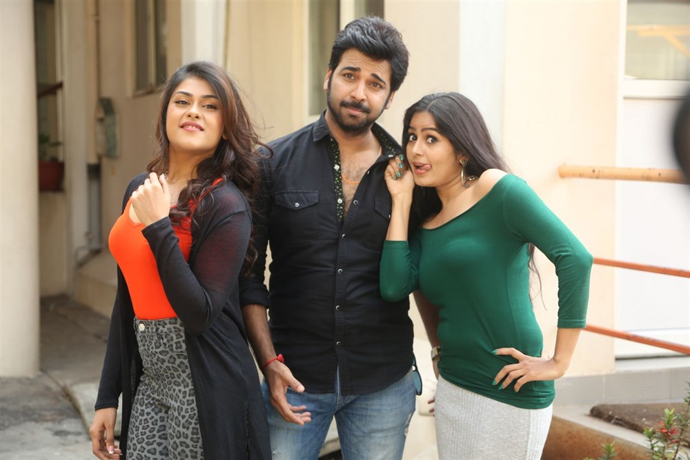 Naira Shah, Neiraj Sham, Madhumita @ E Ee Movie Trailer Launch Photos
