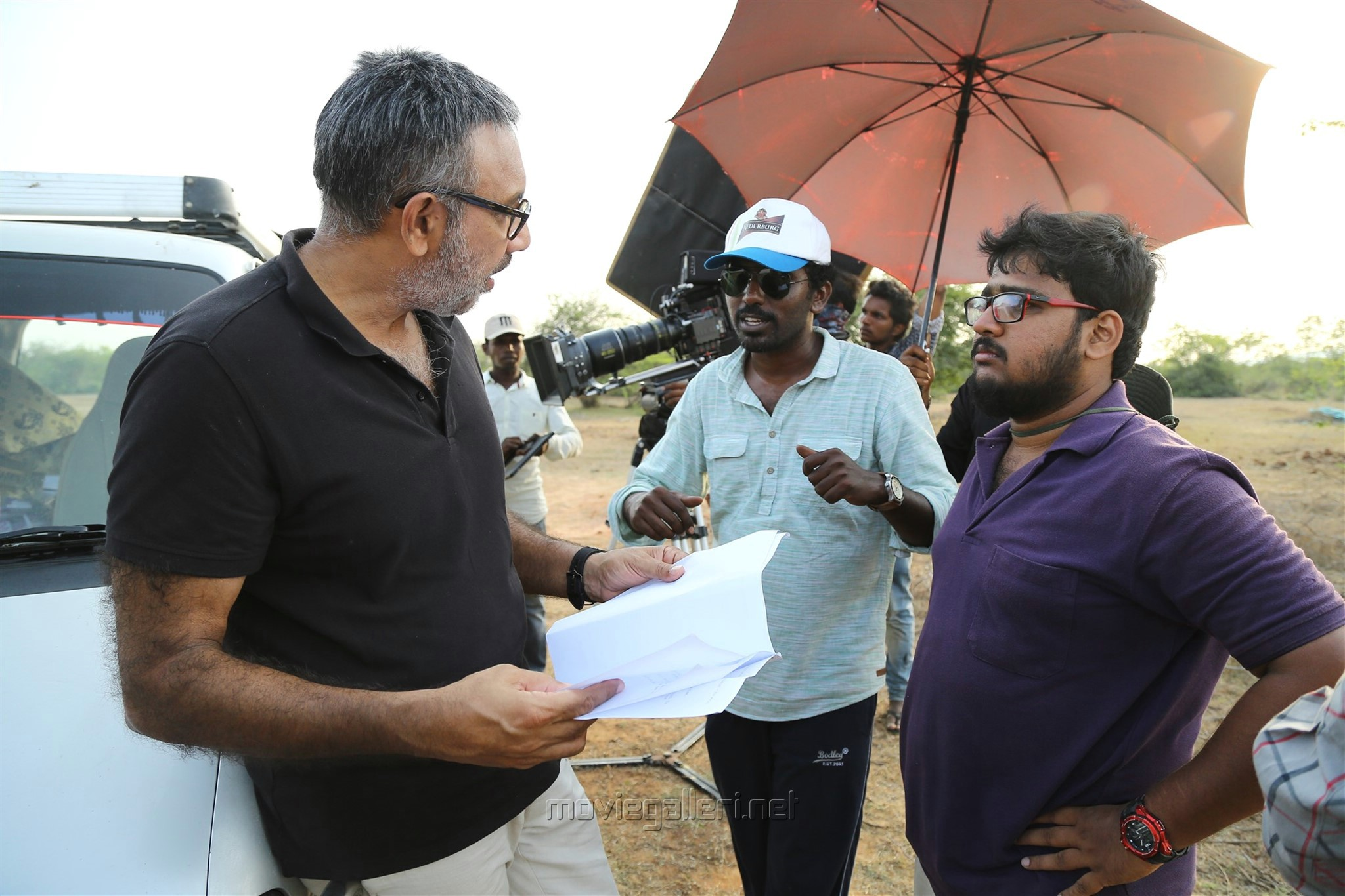 Sathyaraj, Sarjun @ Echarikkai Idhu Manithargal Nadamadum Idam Movie Shooting Spot Stills HD