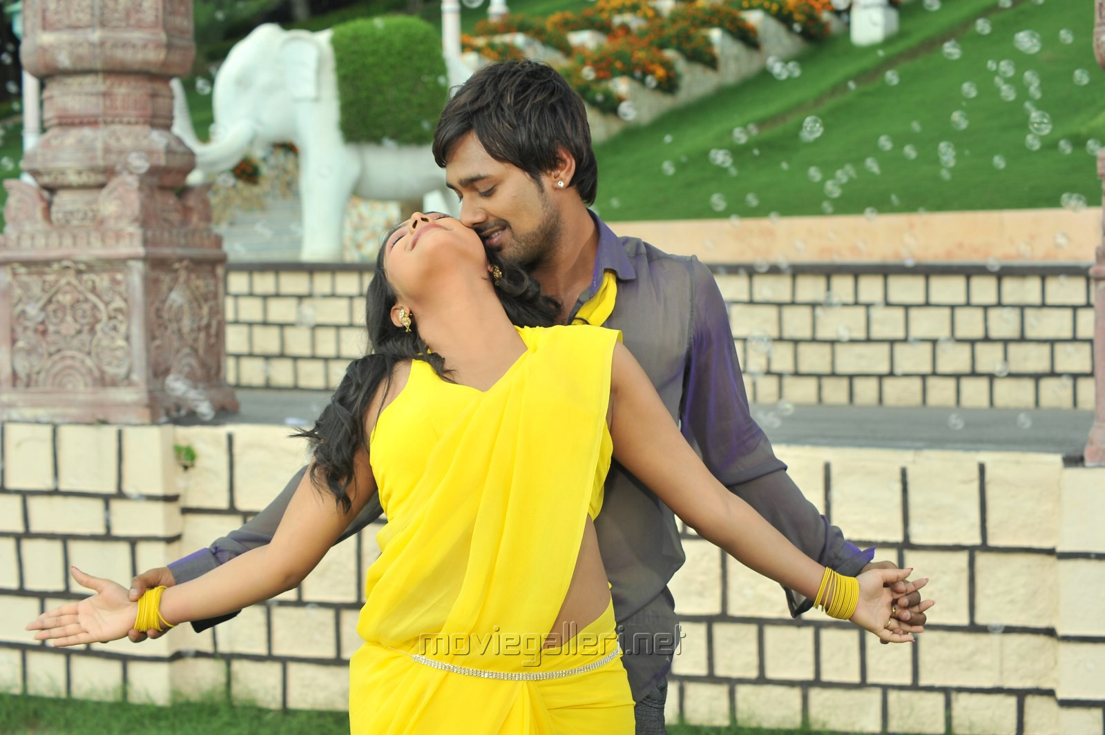 Haripriya, Varun Sandesh in Ee Varsham Sakshiga Movie Hot Stills