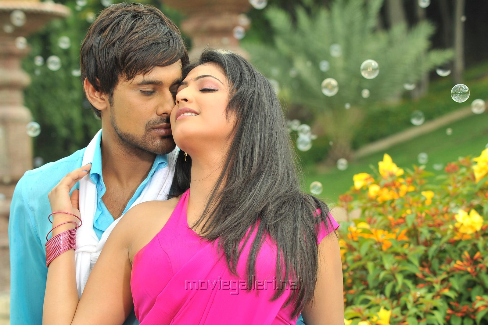 Varun Sandesh, Haripriya in Ee Varsham Sakshiga Movie Hot Stills