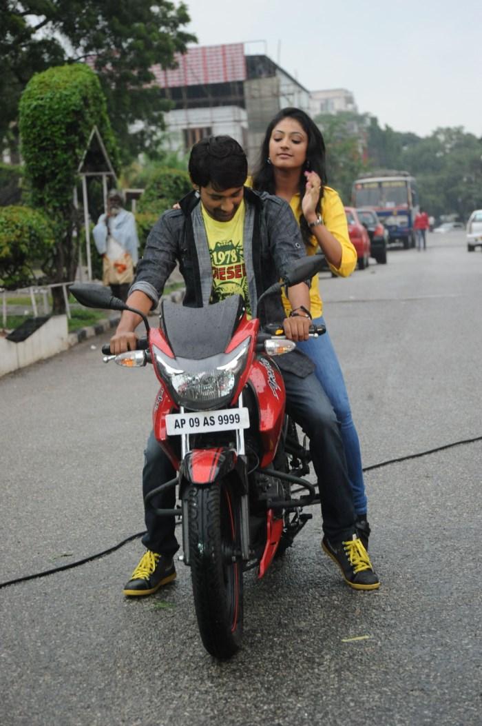 Haripriya, Varun Sandesh @ Ee Varsham Sakshiga Movie Location Stills