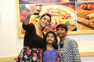 Actress Eesha Rebba Launches Chef Bakers @ Q City Gachibowli Photos