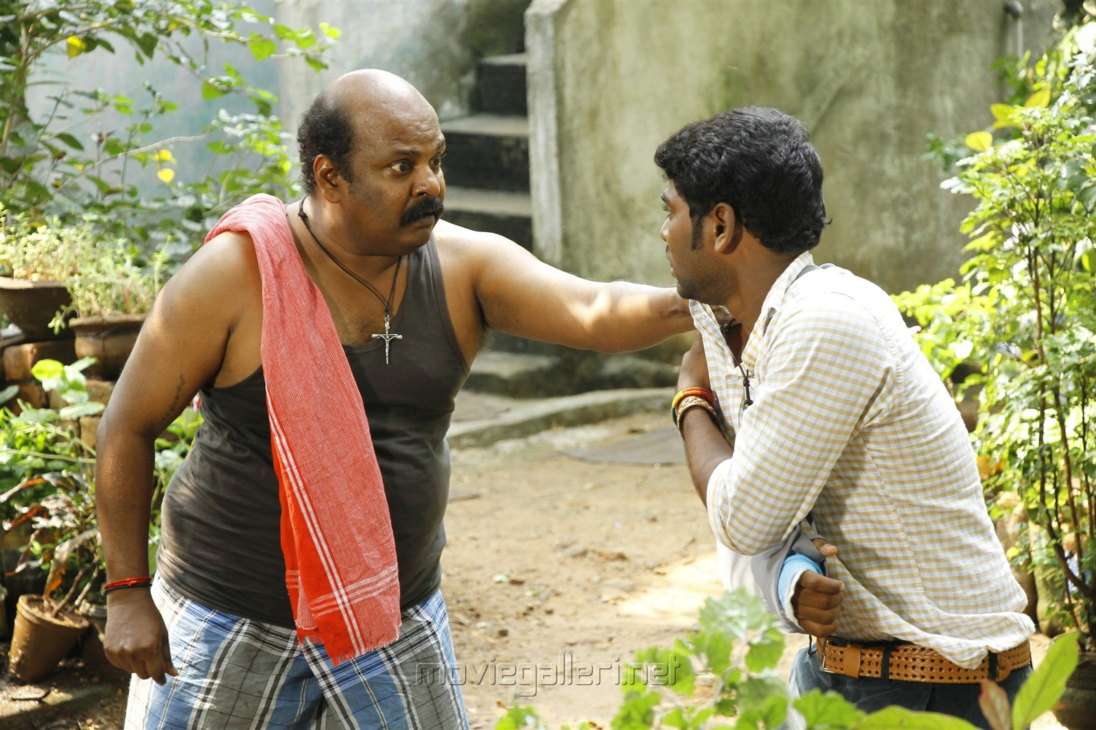 Singam Puli in En Aaloda Seruppa Kaanom Movie Stills