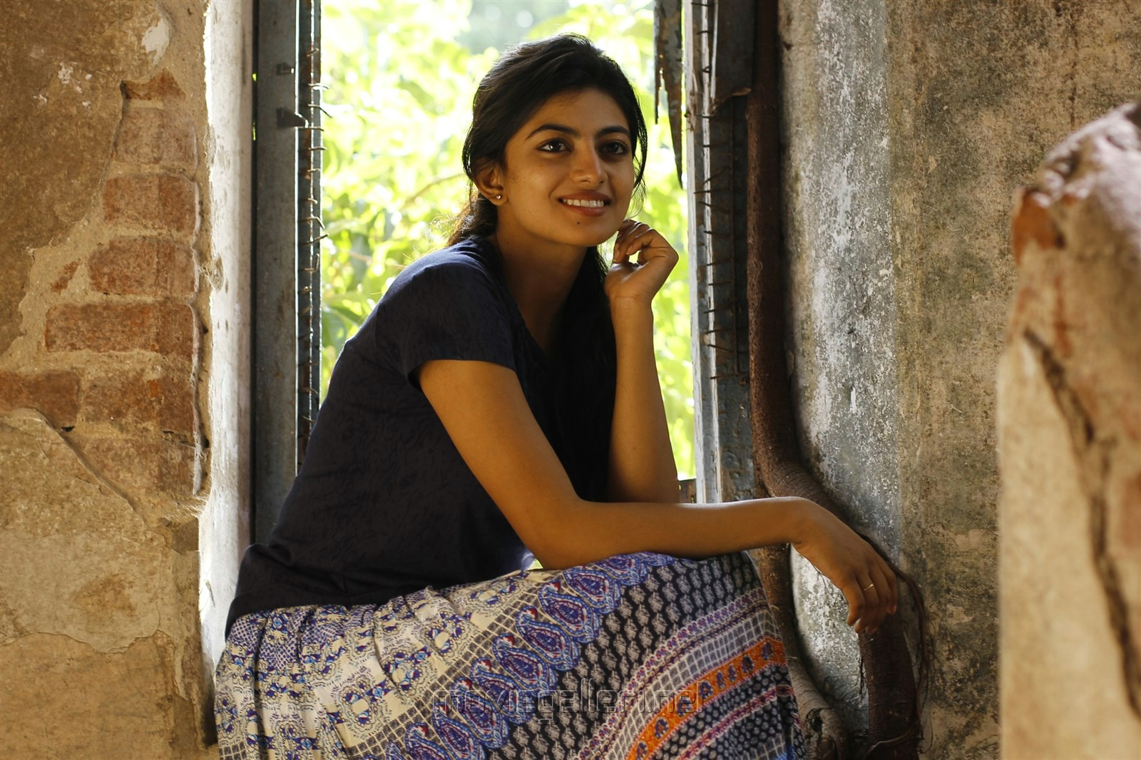 Actress Anandhi in En Aaloda Seruppa Kaanom Movie Stills