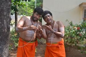 Thambi Ramaiah, Singamuthu in En Vazhi Thani Vazhi Movie New Stills